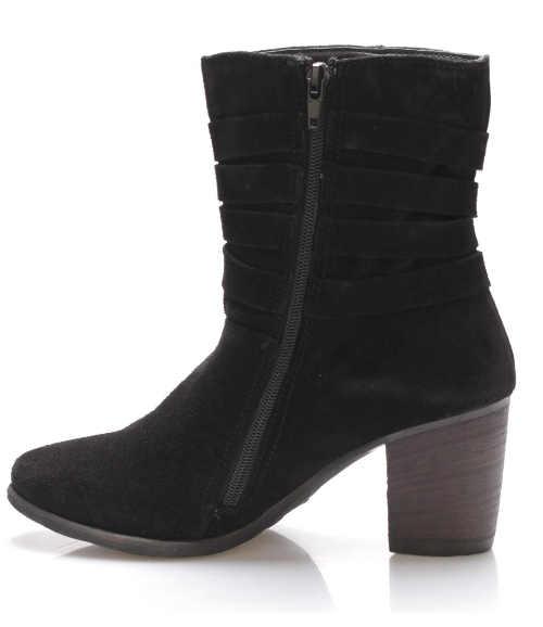 Dlouhý zip pro pohodlné obutí kotníkových kozaček