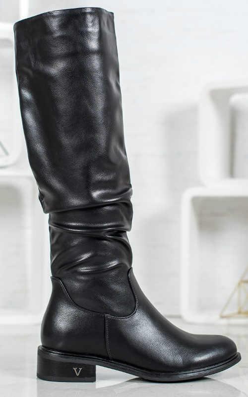 Klasické  černé dámské zimní kozačky levně