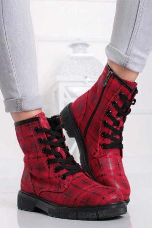 Kárované kotníkové boty s vnitřním zateplením